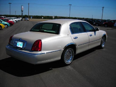 2001 lincoln town car for sale kingfisher ok 4 6 8 cyl cylinder ivory parchment www. Black Bedroom Furniture Sets. Home Design Ideas