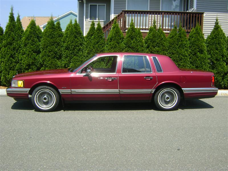 1990 lincoln town car for sale salem ma 8 cylinder burgandy id. Black Bedroom Furniture Sets. Home Design Ideas