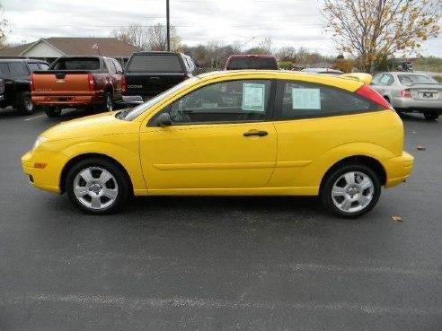 2006 ford focus zx3 se 2dr hatchback for sale appleton wi i4 2 0l i4 cylinder yellow www. Black Bedroom Furniture Sets. Home Design Ideas
