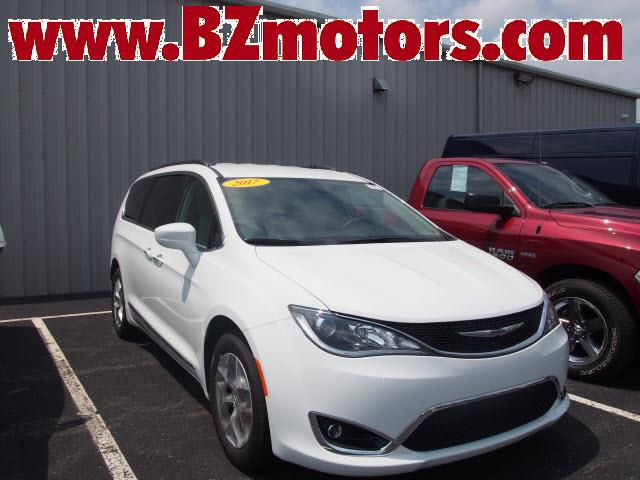 2017 chrysler pacifica touringl for sale lewisburg pa 3 6 6 cylinder bright white clearco. Black Bedroom Furniture Sets. Home Design Ideas