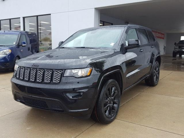 2017 jeep grand cherokee laredo 4x4 for sale crawfordsville in 3 6 3 6l v6 24v vvt cylinder. Black Bedroom Furniture Sets. Home Design Ideas