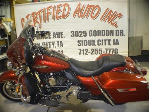 2014 Harley Davidson Electra Glide Ultra Classic FLHTCU – $19,000